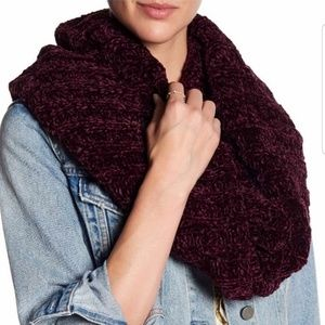 Free People | NWT Infinity chunky knit scarf wine